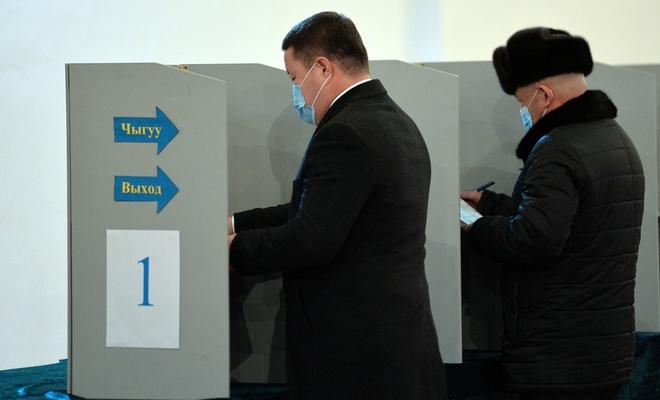 Kırgızistan referandum için sandığa gitti