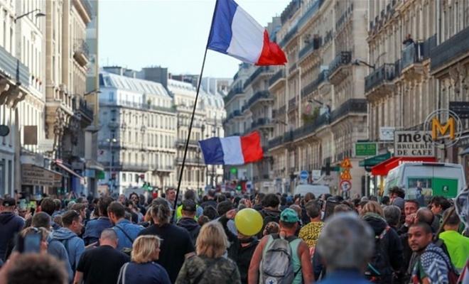 Fransa'da sarı yeleklilerin gösterileri 49. haftasında