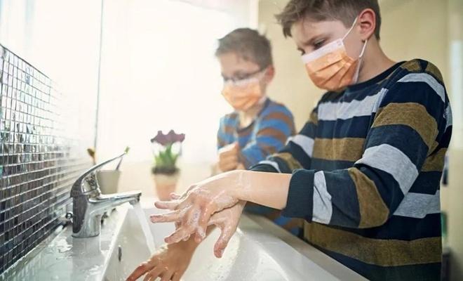 Dünya genelindeki her 5 okulun 2'sinde el yıkama imkânı bulunmuyor