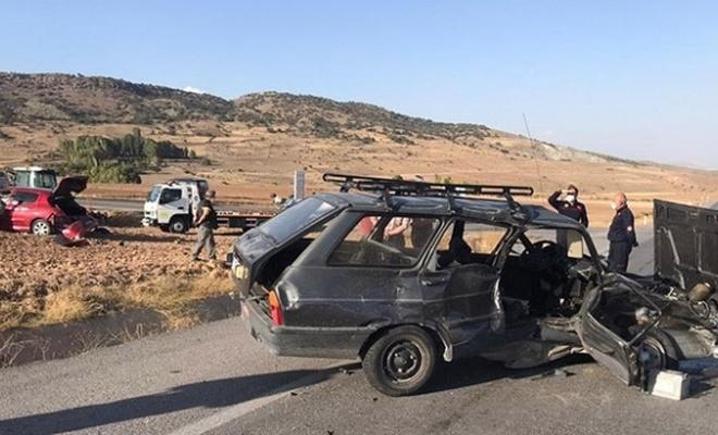 Kayseri'de 2 otomobil çarpıştı