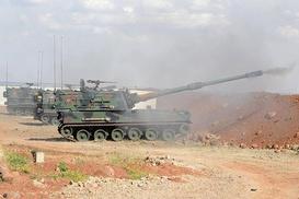 Afrin`deki PYD/PKK mevzilerine topçu atışı