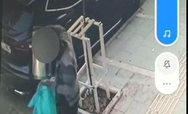 Belediyeye ait çöp kutularını çalan şahıs güvenlik kamerasına yakalandı