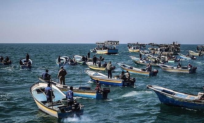 İşgalciler 2 Filistinli balıkçıyı gözaltına aldı