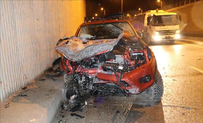 Kamyonet köprüden düştü: 4 yaralı