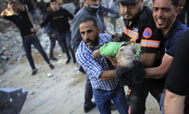 Gazze'de 6 kişilik aile terör rejiminin saldırısında şehit oldu
