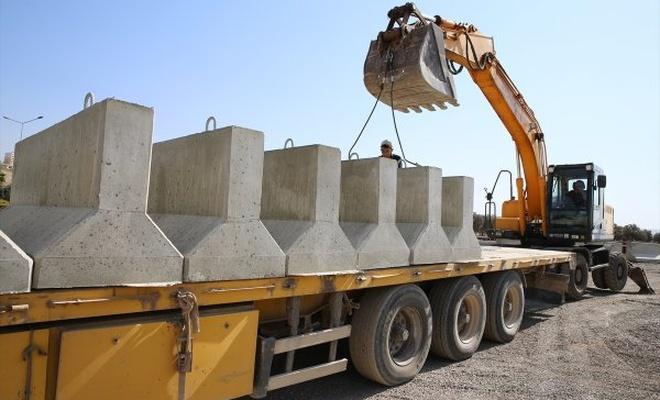 Sınır birliklerine beton blok gönderildi