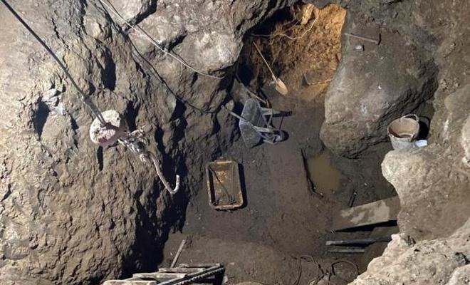 Evin altında 12 metre derinliğinde tünel açtılar
