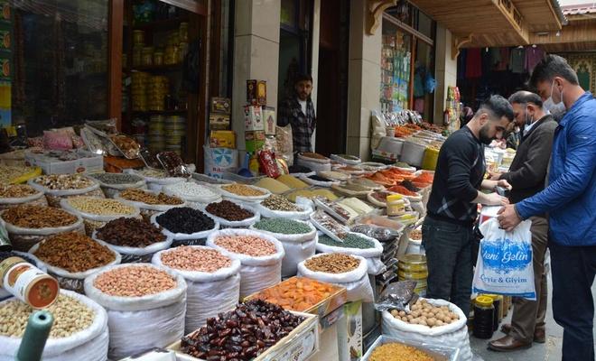 Ramazan alışverişinde esnaf da vatanda da şikâyetçi