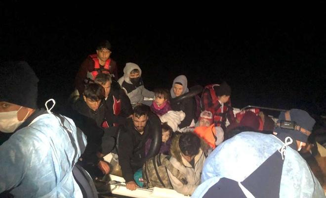Yunanistan tarafından Türkiye Karasularına itilen 18 düzensiz göçmen kurtarıldı