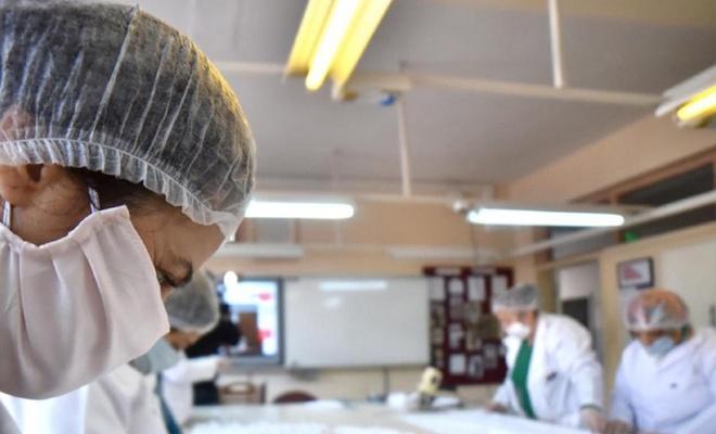Memur-Sen, üretilen 50 bin maskenin maliyetini üstlenerek sağlık çalışanlarına dağıtacak