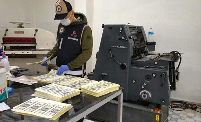 1 milyon 352 bin sahte dolar basanlar tutuklandı