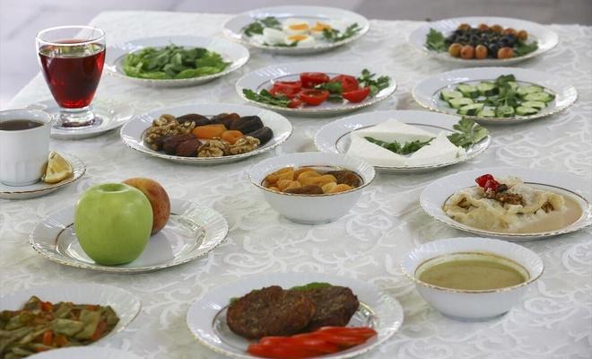 Uzmandan Ramazan tavsiyeleri: İftarı ikiye bölerek tüketin