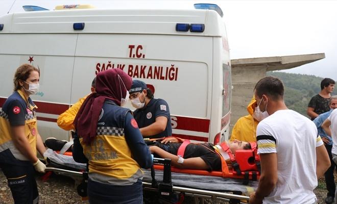 Düzce'de traktör devrildi 13 fındık işçisi yaralandı
