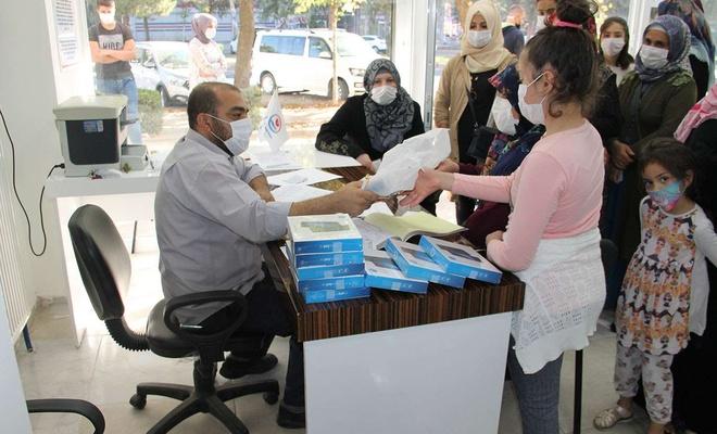 Yetimler Vakfı, 300 yetim öğrenciye tablet dağıttı