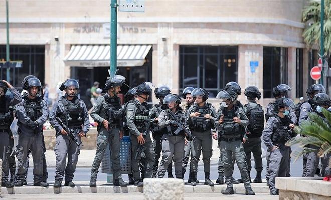 Yine kudurmuş gibi Filistinlilere saldırdılar