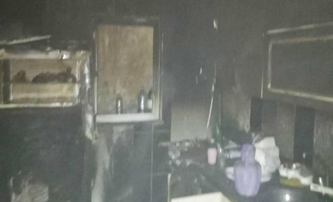 Yaşlı adamın evi yangında kullanılamaz hale geldi