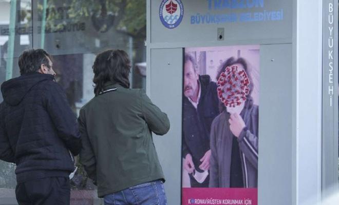 Trabzon'da maske takmayanlar özel yazılımlı dijital ekranlarla uyarılıyor