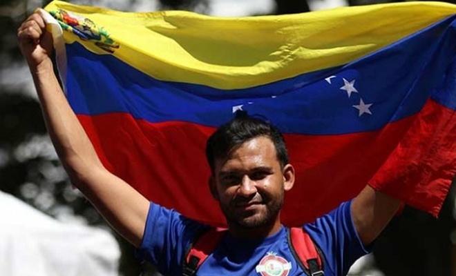 Maduro'nun genç destekçilerinden yürüyüş