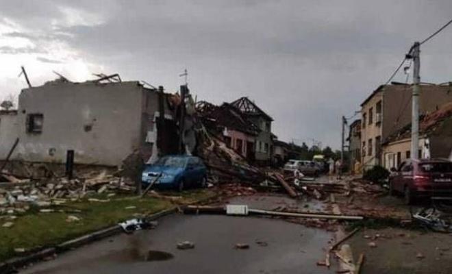Çekya'da şiddetli kasırga 3 kişinin ölümüne,150 kişinin yaralanmasına yol açtı