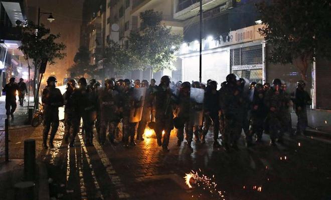 Lübnan'da güvenlik güçleri ile göstericiler çatıştı: 220 yaralı
