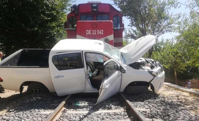 Tren pikaba çarptı: Biri ağır 2 yaralı