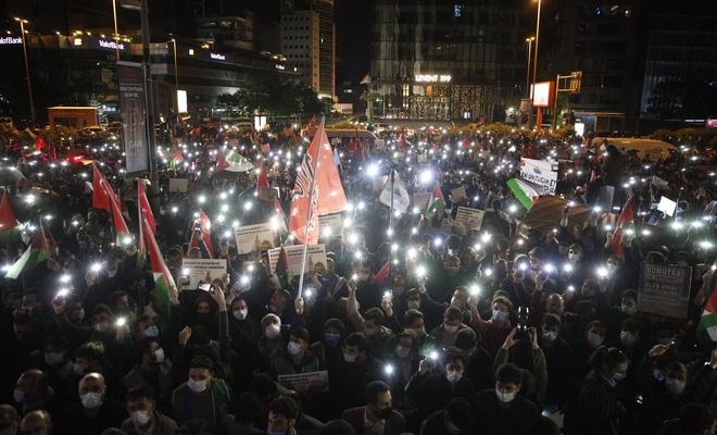 İstanbul'da Müslümanlar bu gece de ayaktaydı!