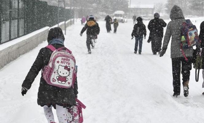 Bayburtta kar nedeniyle okullar tatil edildi