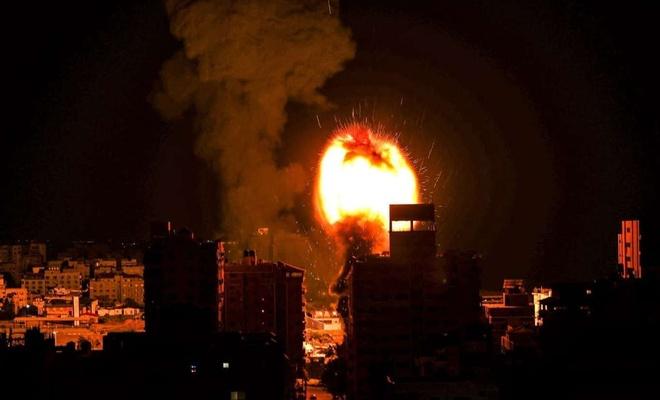 Zionist regime's warplanes launch a series of air strikes on Gaza