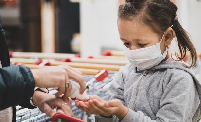Uygun konumlandırılmayan el dezenfektanları çocukların göz sağlığı için riskli
