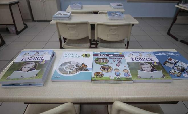 Öğrencilere dağıtılan ders kitapları geri dönüşüme kazandırılacak