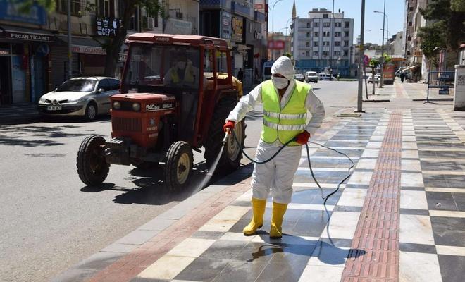 Viranşehir'de caddeler ilaçlanarak dezenfekte edildi
