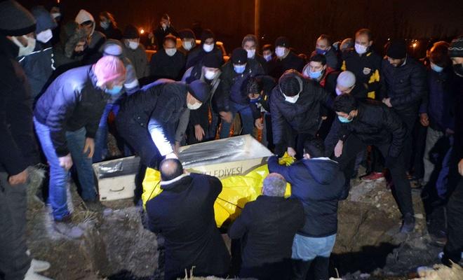 Ağrı'da çıkan feci yangında hayatını kaybedenler defnedildi