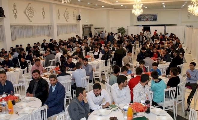 Paris'te Müslümanlar iftar yemeğinde buluştu