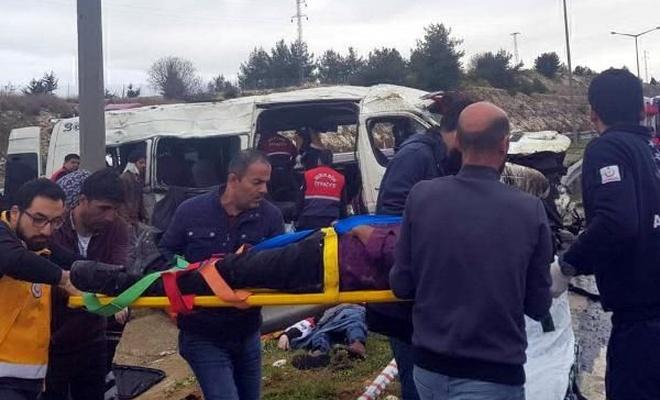 Minibüs takla attı: 1 ölü var