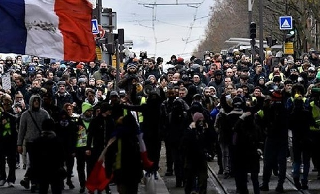 Fransa'daki gösterilere 339 bin kişi katıldı