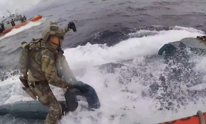 Denizaltıya uyuşturucu operasyonu