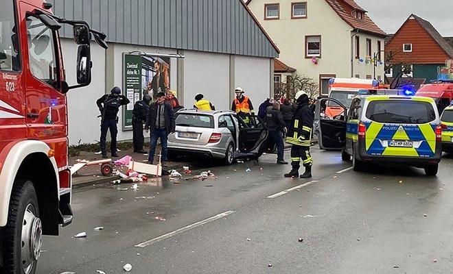 Reuters duyurdu! Almanya'da karnavala araçlı saldırı