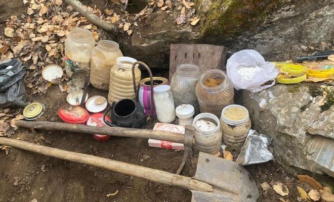 Bitlis ilçe kırsalında çok sayıda yaşam malzemesi ele geçirildi