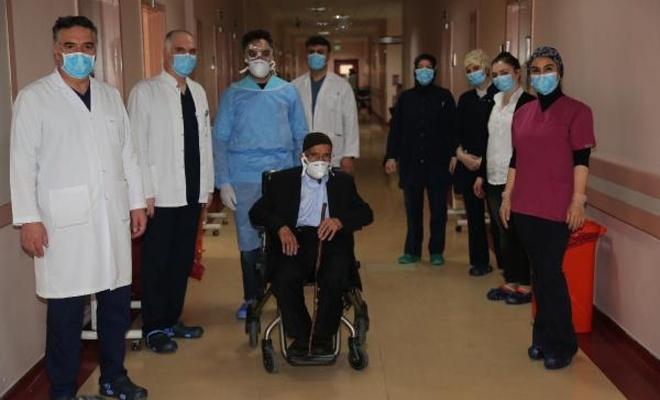 87 yaşındaki korona hastası taburcu edildi