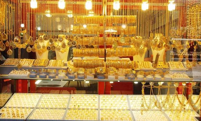 Kuyumcular da halk da altın fiyatlarının düşmesini istiyor