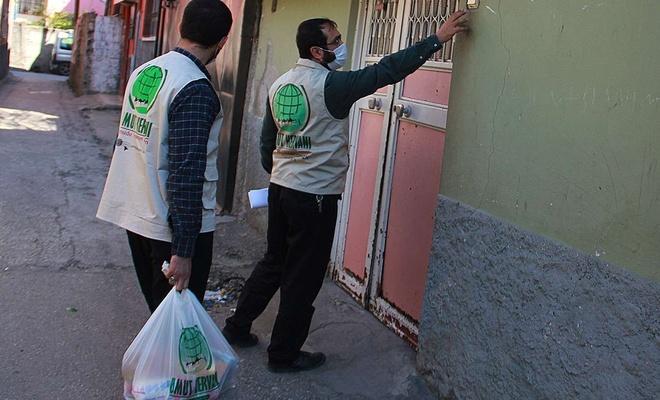Adana Umut Kervanı üç aylar vesilesiyle yardımlarını arttırdı