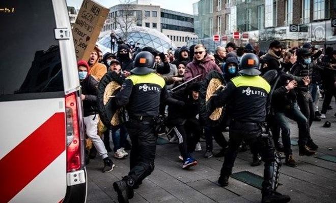 Hollanda'da kovid-19 önlemleri protestosu