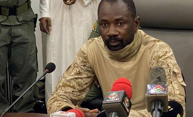 Mali geçici Cumhurbaşkanı'na camide bıçaklı saldırı
