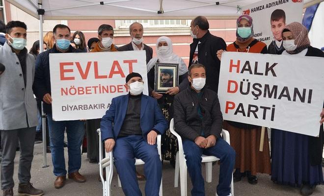 Diyarbakır'da evlat nöbetine 2 aile daha katıldı