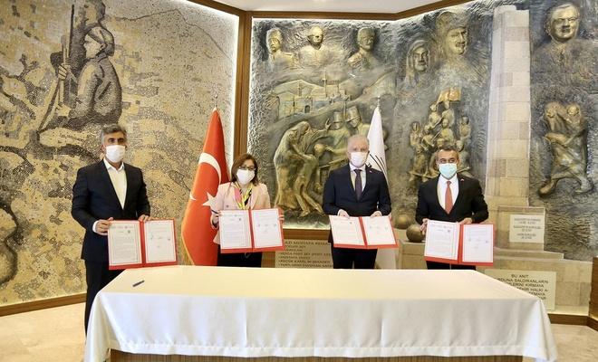 Gaziantep'te 15 milyon maske üretimi için protokol imzalandı