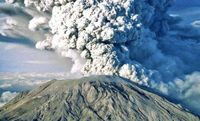 The eruptive activity at Lewotolok volcano in Indonesia continues