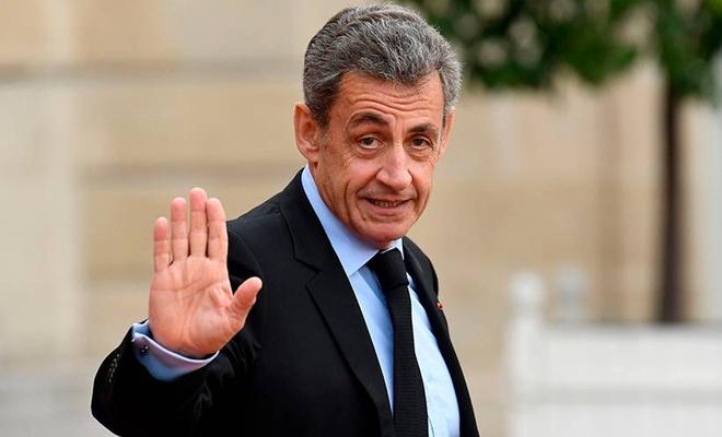 Sarkozy'e yolsuzluk suçlamasıyla 3 yıl hapis cezası verildi