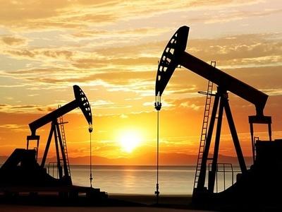 Fitch petrol fiyatları öngörüsünü yükseltti