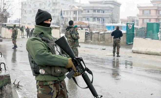 Afganistan'ın üç büyük kentinde  çatışmalar devam ediyor