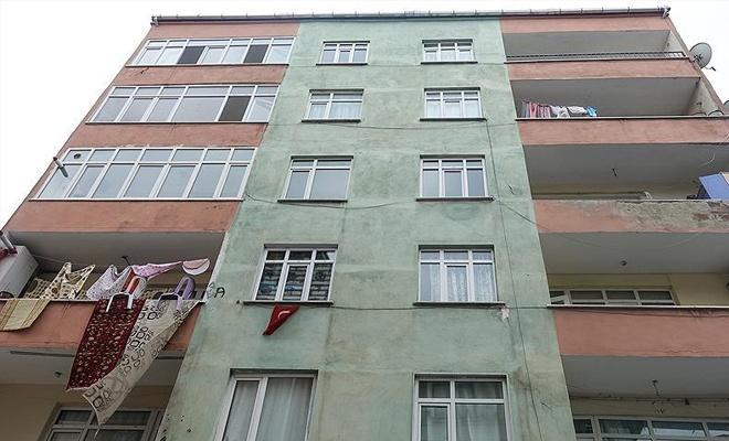 Küçükçekmece'de risk taşıyan bina boşaltıldı